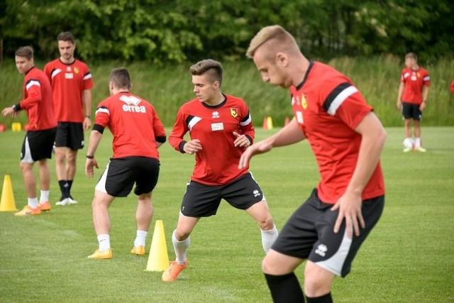 Piłkarze Jagi od środy wrócili do zajęć przed nowym sezonem ekstraklasy i kwalifikacjami Ligi Europy. Jutro rozegrają na cele charytatywne mecz sparingowy z Turem Bielsk Podlaski.