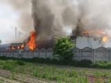 Smulsko: Ogromny pożar w tartaku. Na ratunek przyjechały 32 zastępy straży pożarnej