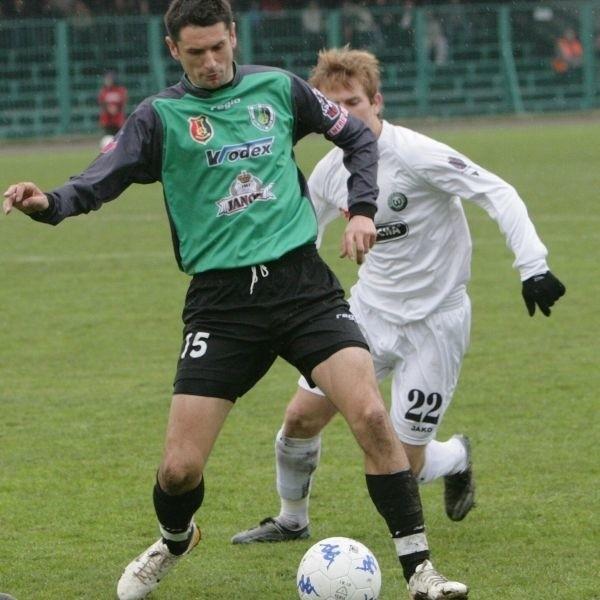 W zespole pierwszoligowych piłkarzy Stali Stalowa Wola (z piłką Tadeusz Krawiec) nie zapowiada się na poważne wzmocnienia. Klubowi mogą za to pomóc kibice.