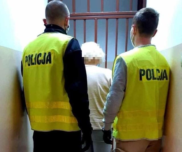 63-latka została zatrzymana przez kozienickich policjantów, trafiła do policyjnej celi.