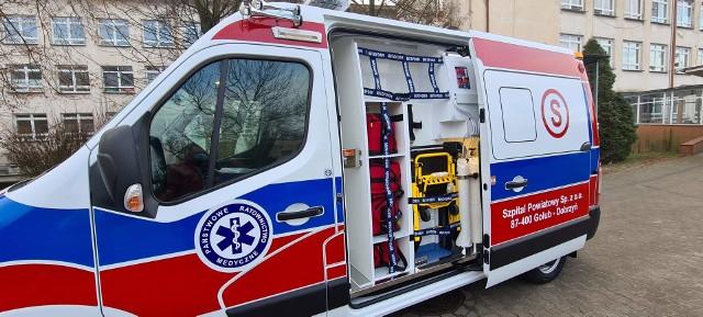 Szpital za pośrednictwem powiatu otrzymał nowy ambulans - Opel Movano, wraz z noszami oraz dwoma urządzeniami do kompresji klatki piersiowej