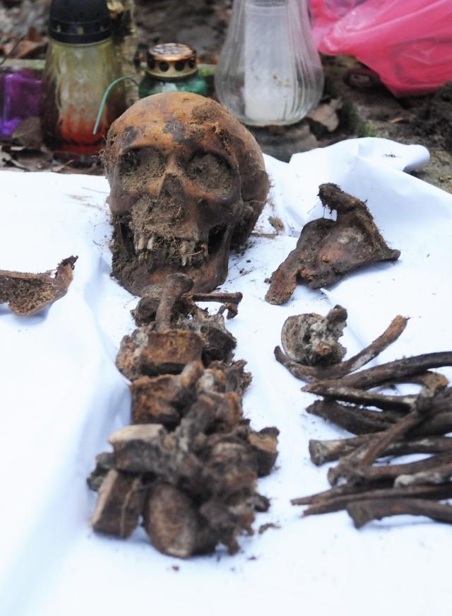 - Trzeba by pomyśleć, żeby to miejsce spoczynku generała w Międzylesiu jakoś upamiętnić - zastanawia się nad szczątkami Deffontaine'a belgijski ambasador Jan Luykx
