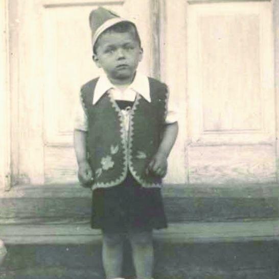 Mały Romek Koleśnik marzył o pływaniu po morzach całego świata. Chciał być marynarzem. Ostatecznie przyszło mu zostać szefem Miejskiej Dyrekcji Inwestycji w Suwałkach.
