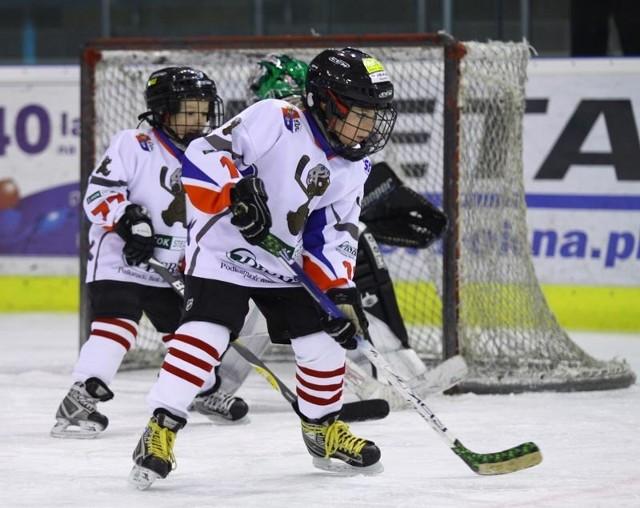 Młodzi sanoczanie będą mieć przyjemność zagrania z rówieśnikami z Kanady, gdzie w hokeja gra blisko 3 miliony osób.