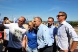 Platforma na plaży w Darłowie przestrzegała przed rządami PiS [ZDJĘCIA, WIDEO]