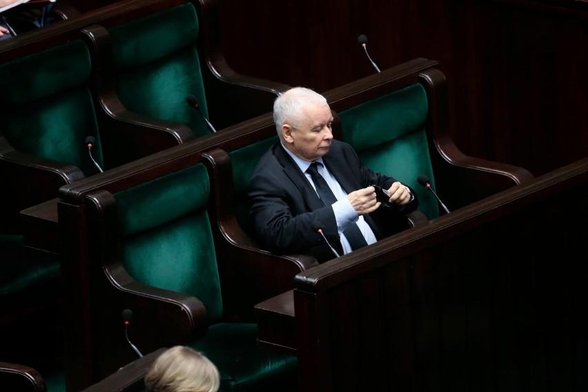 Troje posłów odchodzi z PiS. Jarosław Kaczyński bez...