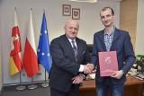 Marszałek województwa lubelskiego nie ujawni szczegółów przyznanych nagród. Fundacja też nie odpuszcza