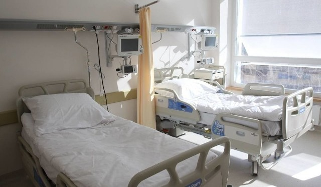 Z powodu ograniczeń finansowych nie wykorzystujemy naszego całego potencjału, co odbywa się kosztem pacjentów - przyznają lekarze UCK