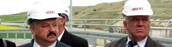 Prezes Siurnicki i senator Majkowski w kaskach. Czyżby wybierali się na wojnę?