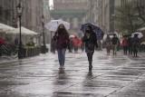 Tłumy na ulicach w Gdańsku. Deszczowa pogoda w sobotę 8.05.2021 nie odstraszyła spacerowiczów