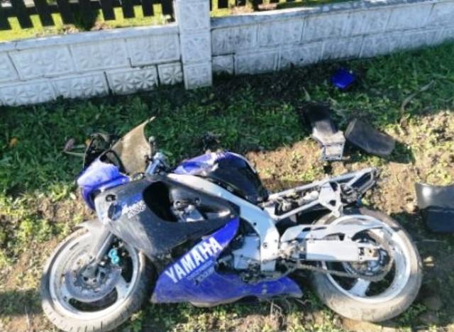 Tak wyglądał motocykl po zderzeniu ze słupem