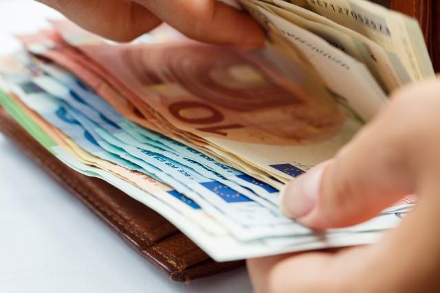 Problem zaległości w płatnościach wobec przedsiębiorców spowodował, że z inicjatywy Komisji Europejskiej powstała Dyrektywa Unii Europejskiej w sprawie zwalczania zaległości w opłatach.