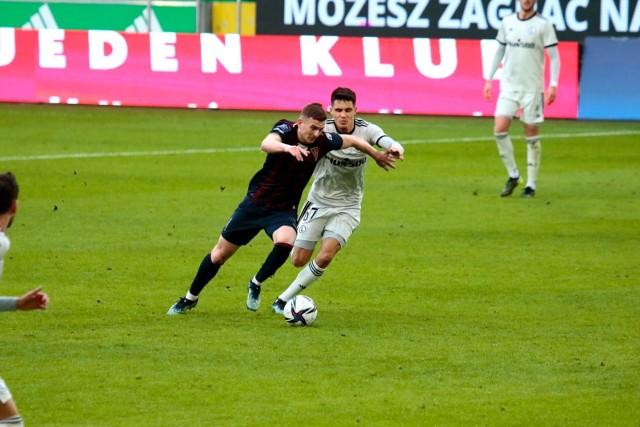 Kacper Kozłowski w trakcie meczu Legia - Pogoń.