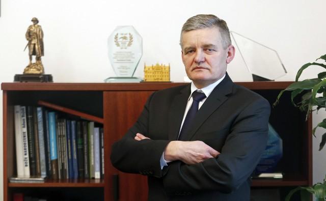Stanisław Sienko, były wiceprezydent Rzeszowa, został dyrektorem Zespołu Szkół Elektronicznych. Tuż po rezygnacji Tadeusza Ferenca z funkcji prezydenta, Sienko pracował w MPWiK
