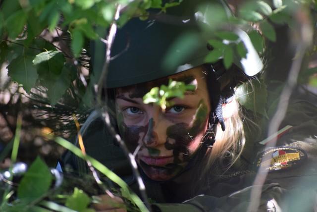W 15. Sieradzkiej Brygadzie maturzyści podkładają miny, maskują się i musztrują