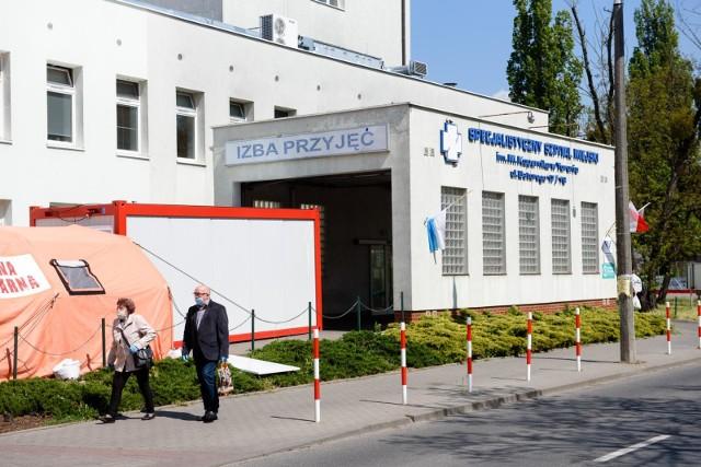 Tylko 12 osób mniej zakażonych w Toruniu niż w dwa razy większej Bydgoszczy – taki jest bilans Covid-19 na wtorek, 7 lipca. W mieście Kopernika od początku trwania pandemii wykryto kilka poważnych ognisk zakażeń. Koronawirus w Toruniu i powiecie zabił 19 chorych, 121 osób powróciło do zdrowia. WIĘCEJ NA KOLEJNYCH STRONACH>>>