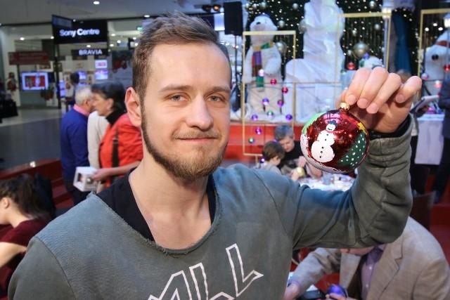 Mateusz Jachlewski z Vive malując, marzył o ośnieżonych świętach.