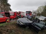 Wypadek we wsi Szumleś Królewski na drodze Kościerzyna-Przywidz. Trzy osoby ranne. W akcji brał udział śmigłowiec LPR