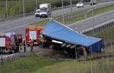 Groźny wypadek na drodze ekspresowej S3. Tir przewrócił się do rowu (ZDJĘCIA)