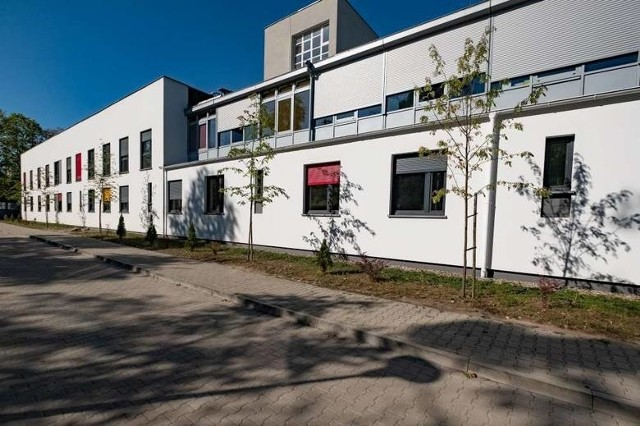 Budynek przy Szpitalnej (od strony ul. Bukowskiej) został już postawiony.