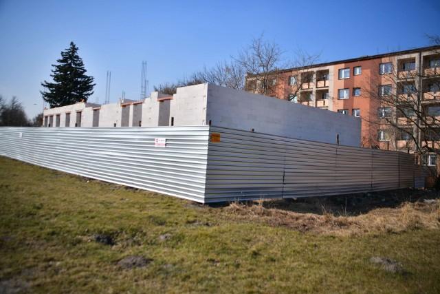 U zbiegu ulic Szklanej i Kolberga w Radomiu powstaje budynek usługowy z częścią mieszkalną.