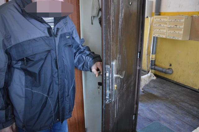 Matka trojga dzieci narzeka na sąsiadów w Lęborku przy ul. Sienkiewicza. Sprawa trafiła na policję
