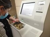 Bilonomat robi furorę! Ludzie przynoszą kilogramy monet w torbach i wymieniają na banknoty. Automaty stoją w Poznaniu i innych miastach