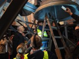 """Na wieży katedry w Łodzi miała miejsce niezwykła inspekcja. Strażnicy sprawdzali, jak bije """"Serce Łodzi"""""""