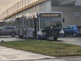 Kraków. Zderzenie autobusu z autem osobowym na skrzyżowaniu ul. Klimeckiego i Powstańców Wielkopolskich. Są duże utrudnienia w ruchu