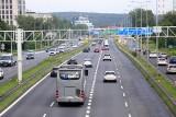 Powroty z wakacji na śląskich drogach. Wzmożony ruch, policyjne kontrole i apel o rozwagę kierowców