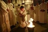 Liturgia światła i poświęcenie ognia u łódzkich Dominikanów [ZDJĘCIA]