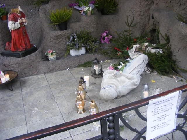Św. Marcin: Piąty raz zniszczono figury w kościele