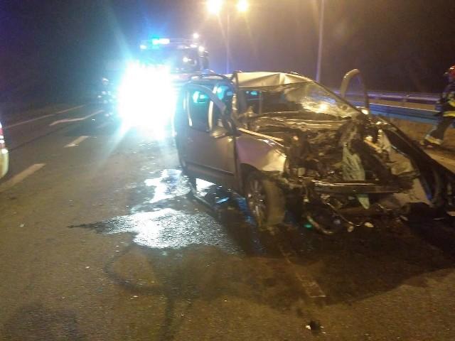 Informacja o wypadku wpłynęła do służb w środę po godzinie drugiej nad ranem.