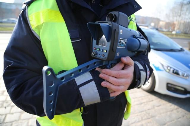 Policyjny pomiar prędkości, zdjęcie ilustracyjne.