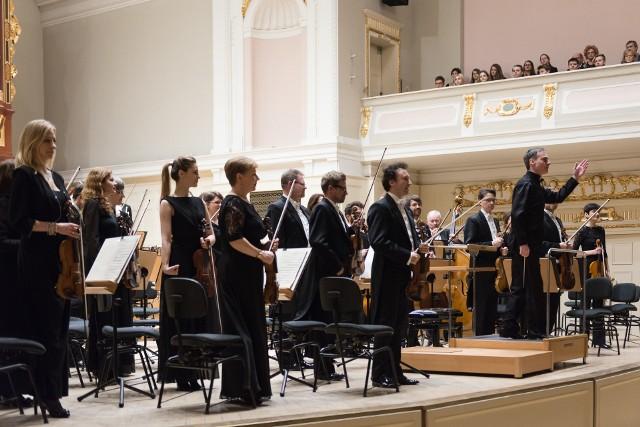 Orkiestrą Narodowego Forum Muzyki dyrygował George Tchitchinadze.