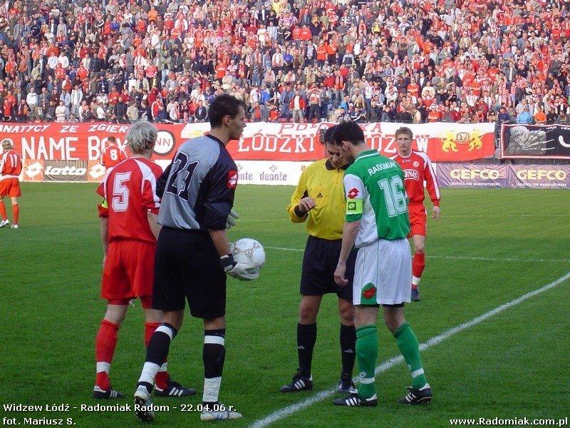 970144710 Ostatni mecz Radomiaka z Widzewem odbył się na stadionie w Łodzi. Z prawej  Zbigniew Wachowicz