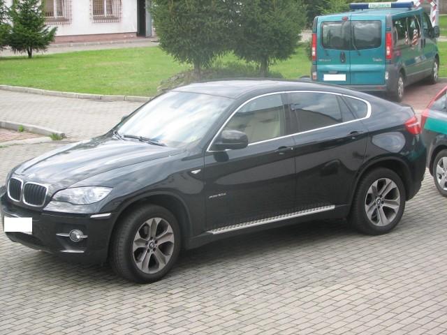 Z kierownicą tego luksusowego bmw X6 z 2010 roku siedział Litwin