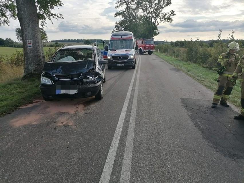 Do zderzenia dwóch pojazdów doszło we wtorkowe popołudnie na drodze wojewódzkiej 171 w okolicach miejscowości Kołomąt (gmina Czaplinek).