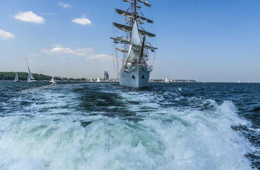 V Żeglarska Parada Świętojańska za nami z okazji Święta Morza. Widowisko na Zatoce Gdańskiej 19.06.2021