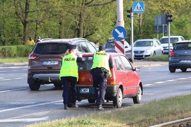 Pijany kierowca wjechał pod prąd na Powstańców Śląskich, chwilę później doszło do wypadku