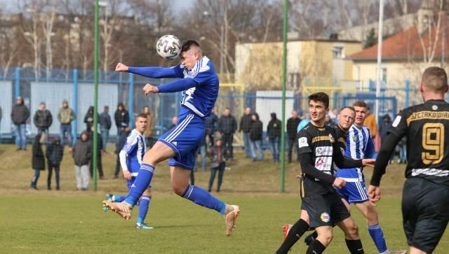 Sparing Niebieskich z Ruchem Radzionków odbędzie się na bocznym boisku stadionu przy ul. Cichej.