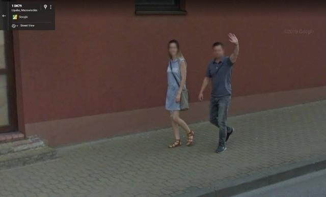 W programie Google Street View automatycznie zamazywane są ludzkie twarze i tablice rejestracyjne samochodów, ale na zdjęciach można rozpoznać siebie lub kogoś znajomego po charakterystycznej sylwetce, ubraniu lub miejscu. A może to ciebie upolowała kamera Google'a - na spacerze z psem, w czasie zakupów lub podczas rowerowej przejażdżki po Lipsku? Zobacz zdjęcia!