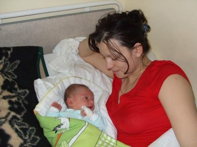 Igor Socik Igor Socik urodzil sie w piątek, 15 stycznia. Wazyl 4050 g i mierzyl 59 cm. Jest pierwszym dzieckiem Moniki i Karola z Broku.