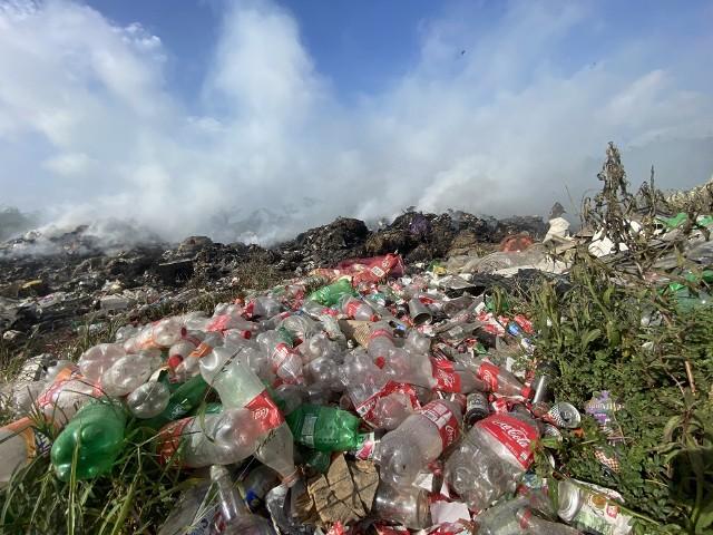 Płonące wysypisko śmieci w Belize.