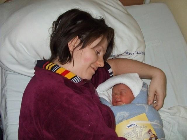 Emilia KaniaEmilia Kania urodzila sie w środe, 16 grudnia. Wazyla 3150 g i mierzyla 56 cm. Jest pierwszym dzieckiem Magdaleny i Mariusza z m. Orzelek.