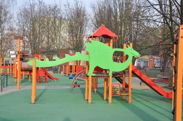 W wielu miejscowościach powstają różne nowoczesne miejsca zabaw dla dzieci. Teraz czas na pięć wiosek w gminie Sulechów. Mieszkańcy nie mogą się już doczekać nowych placów zabaw.