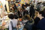 Poznań: Targi książki przyciągnęły tłumy. Co można zobaczyć podczas drugiego dnia targów?
