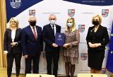 Miliony z Unii Europejskiej na nowe projekty w województwie świętokrzyskim. Ile skorzystają mieszkańcy powiatu buskiego?