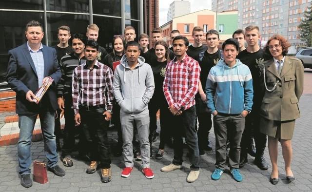 Uczniowie liceum mundurowego pokażą Białystok zagranicznym studentom WSFiZB. W zamian przy ich pomocy będą szlifować angielski.