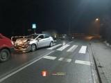 Wypadek na drodze wojewódzkiej w Trojanowicach. Nocą zderzyły się dwa samochody, jest osoba poszkodowana